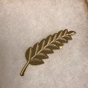Accessories - Free!!!!Leaves pin